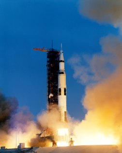 Apollo_13_liftoff-KSC-70PC-160HR